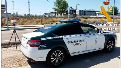 Radar y vehículo de la Guardia Civil. | G.C.
