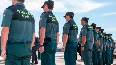 Un grupo de agentes de la Guardia Civil. | ARCHIVO