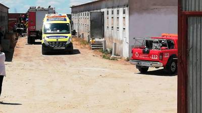 Ambulancia y bomberos en el lugar del accidente. | TRISOL